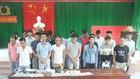 被拘留的23名賭球者及被沒收的贓物。(圖源:N.H)
