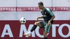 Ronaldo được đổi tượng tại quê nhà. Ảnh Getty Images