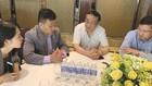 中國杭州娃哈哈集團董事長宗慶後(左三)與越南 企業家交流。