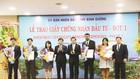 Chủ tịch UBND tỉnh Bình Dương Trần Thanh Liêm (thứ tư từ trái qua) trao giấy phép cho các nhà đầu tư đợt 1/2017.