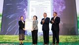 Ban lãnh đạo Công ty Lao-Jagro chính thức nhận giấy chứng nhận đầu tư do Bộ Kế hoạch và Đầu tư Lào cấp