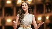 Nữ ca sĩ opera Aida Garifullina xinh đẹp.