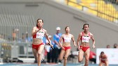Lê Tú Chinh (trái) là VĐV chủ lực của tổ tiếp sức 4x100m nữ TPHCM. Ảnh: PHÚC NGUYỄN