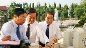 Lãnh đạo tỉnh Cà Mau dâng hương tại nghĩa trang liệt sĩ tỉnh