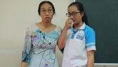 Cô Trần Thị Minh Châu (trái), giáo viên dạy môn Toán Trường THPT Long Thới (huyện Nhà Bè, TPHCM) bị học sinh phản ánh lên lớp không nói gì