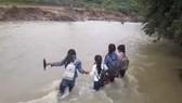 Không tổ chức cho học sinh tham gia các hoạt động vui chơi, ngoại khóa trong thời gian lũ lụt