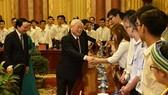 Tổng Bí thư, Chủ tịch nước Nguyễn Phú Trọng gặp mặt các học sinh-sinh viên tiêu biểu