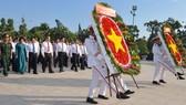 Lãnh đạo TPHCM dâng hương, dâng hoa tưởng niệm các anh hùng liệt sĩ
