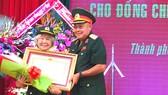 Giao thông viên bí mật được tặng danh hiệu Anh hùng LLVT nhân dân