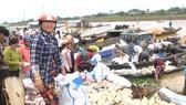 Hàng trăm tấn cá bè trên sông La Ngà chết không rõ nguyên nhân
