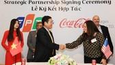 Tập đoàn FPT hợp tác chiến lược với Coca Cola Việt Nam