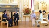 Nhà vua và Hoàng hậu Nhật Bản tiễn Chủ tịch nước Trần Đại Quang và Phu nhân