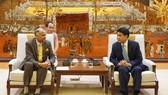 Chairman of the Hanoi People's Committee Nguyen Duc Chung (R) receives Indian Ambassador to Vietnam Parvathaneni Harish (Photo: VNA)