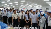 Deputy PM Vu Duc Dam (second right) is examining food safety at a workers' canteen in the Tan Thuan Processing Zone in HCM City's District 7 (Photo: VNA)