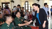 National Assembly Chairwoman Nguyen Thi Kim Ngan visits war invalids at Duy Tien nursing centre. (Source: VNA)