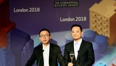 Viettel's representative received the award of International Business Stevie Awards, held in London on October 21. Photo by VT
