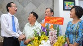 City leaders congratulate senior teachers