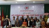 Các thành viên của Hội đồng bảo trợ hoạt động Chữ thập đỏ tại buổi ra mắt