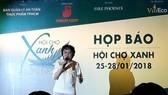 Bà Phạm Khánh Phong Lan, Trưởng ban Ban Quản lý ATTP cung cấp thông tin tại buổi họp báo