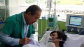 Phó Thủ tướng Thường trực Trương Hòa Bình thăm hỏi nạn nhân điều trị tại Bệnh viện Chợ Rẫy sau vụ cháy