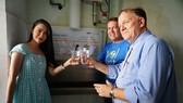 Máy lọc nước sạch giúp điều kiện sinh hoạt của bệnh nhi và người nhà được tốt hơn