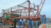 Lai dắt tàu cá Quảng Bình hỏng máy về đảo Lý Sơn