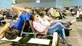 Hành khách mệt mỏi vì hàng loạt các chuyến bay bị hủy ở sân bay quốc tế Hamad