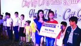 Hơn 100 triệu đồng trao cho học sinh nghèo tại TPHCM và Long An