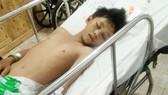 Con trai chấn thương sọ não, gia đình bế tắc