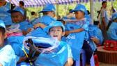 Chương trình Caravan Thư viện 2030  tặng quà cho các em học sinh tiểu học
