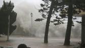 Bão Mangkhut đổ bộ vào phía Nam Trung Quốc, nguy cơ xảy ra lũ quét ở các tỉnh miền núi phía Bắc