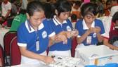 Học sinh TPHCM hào hứng với sân chơi lắp ráp robotic