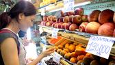 Người tiêu dùng chuộng trái cây ngoại