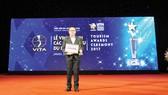 Lãnh đạo Viettours nhận giải thưởng 1 trong 10 đơn vị kinh doanh lữ hành quốc tế uy tín nhất Việt Nam