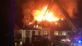 Ngọn lửa nhấn chìm nhà điều dưỡng ở Chingford, London, Anh, ngày 20-4-2018. Ảnh: TWITTER/LONDON FIRE BRIGADE
