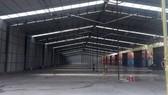 Một công trình nhà giữ xe khang trang được xây dựng tạm  trên đất quy hoạch trồng cây xanh tại quận 7, TPHCM