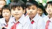 Công ty CP Tập đoàn Xây dựng Hòa Bình trao tặng hơn 2.100 áo mới tựu trường