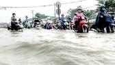 Sớm giải quyết tình trạng ngập nước, kẹt xe