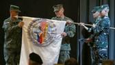 """本年度菲美""""肩並肩""""軍演,菲方指揮官、菲律賓中部軍區司令官奧斯卡‧拉克濤與美方第三海軍陸戰隊遠征軍司令勞倫斯‧尼科爾森在開幕儀式上。(圖源:AP)"""