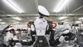 富士康有意用更多機器人取代現有人手。(圖源:路透社)