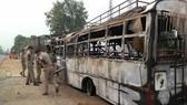 印度北方邦的嚴重交通事故現場,導致至少22人被燒死。(圖源:互聯網)