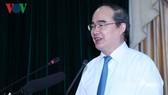 市委書記阮善仁昨在新聞工作者聚會上發表講話。(圖源:VOV)
