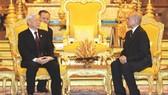 阮富仲總書記與柬埔寨國王西哈莫尼舉行會談。(圖源:越通社)