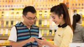 許多電器零售商應用科技推銷產品。