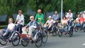 在頭頓市坐人力三輪車參觀城市是一種趣味的體驗。
