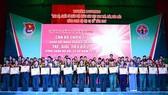 """圖為2017年""""越南人民軍年輕、優秀、模範,不愧為胡伯伯部隊幹部、戰士""""58模範表彰儀式。(圖源:熊科)"""