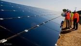 越南First Solar公司日前公佈了有關在本市東南工業區將多建一間太陽能電池板Series 6型號工廠的項目。(圖源:First Solar)