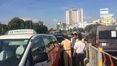 杭青高架橋上的汽車追尾事故導致後方車輛大堵塞。