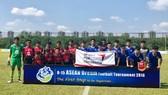 越南-泰國兩隊球員合照。