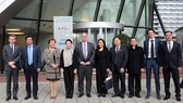 國會主席阮氏金銀(左四)探訪RoyalHaskoning DHV集團旗下NACO公司。(圖源:仲德)